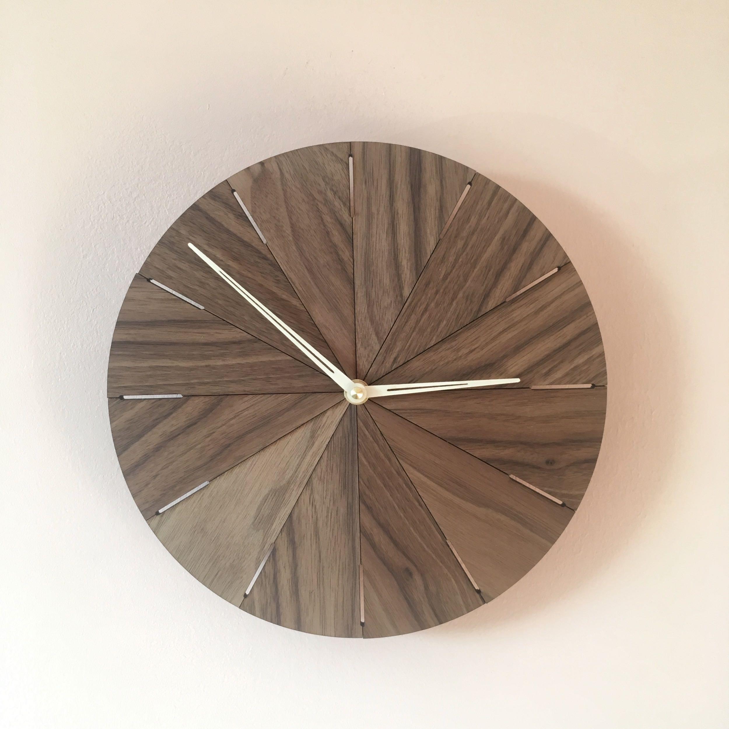 Zegar drewniany N˚ 10 25 cm American Walnut